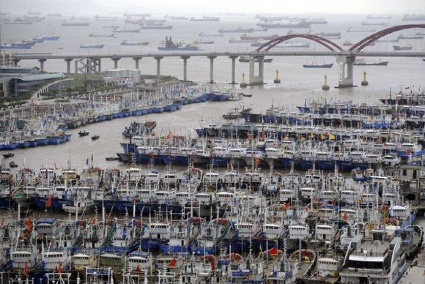 Laivai viename iš uostų