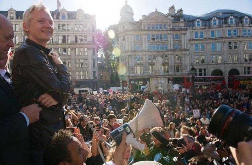 Julianas Assange'as protesto akcijoje