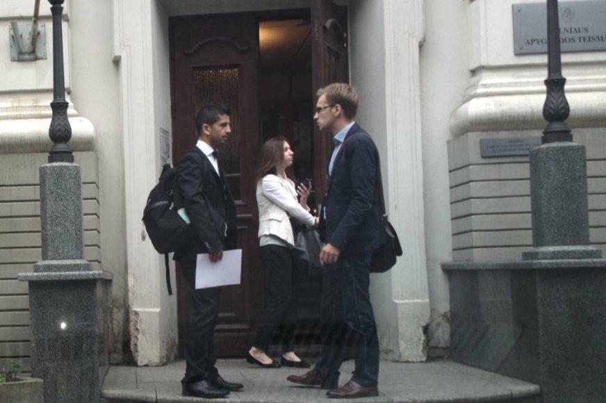 Dėl kruvino praėjusios žiemos konflikto Čilės piliečiui Jose Del Carmen Silva Pontigo (kairėje) tenka varstyti Vilniaus teismo duris.