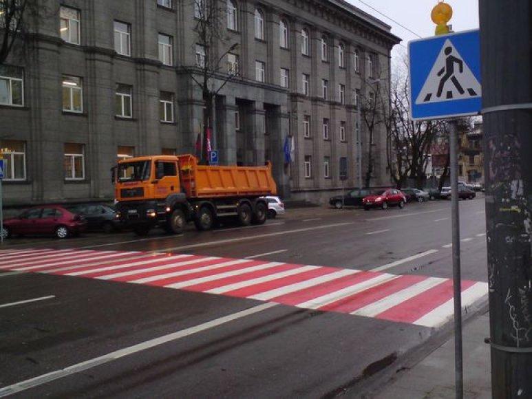 Prie statybvietės Vilniaus centre įrengta laikinoji pėsčiųjų perėja