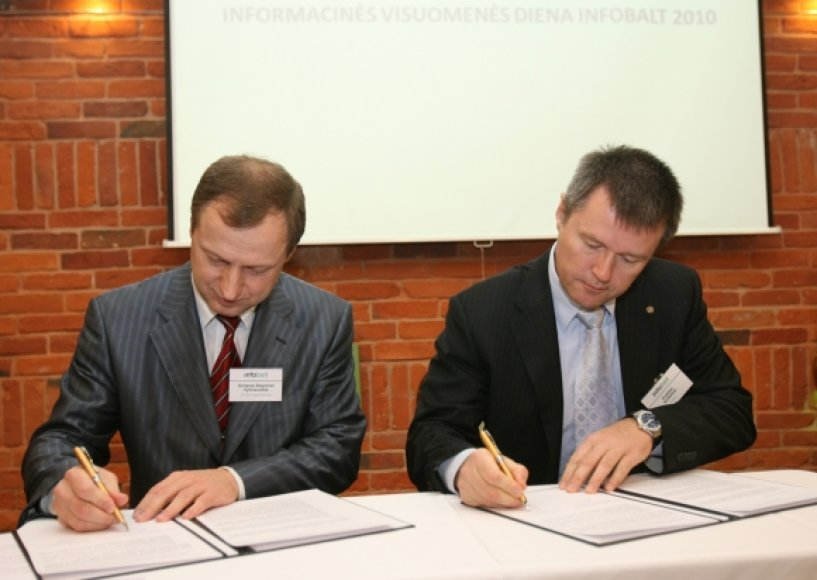 "VRM viceministras G.Vyšniauskas ir asociacijos ""Infobalt"" prezidentas E.Kulbokas"