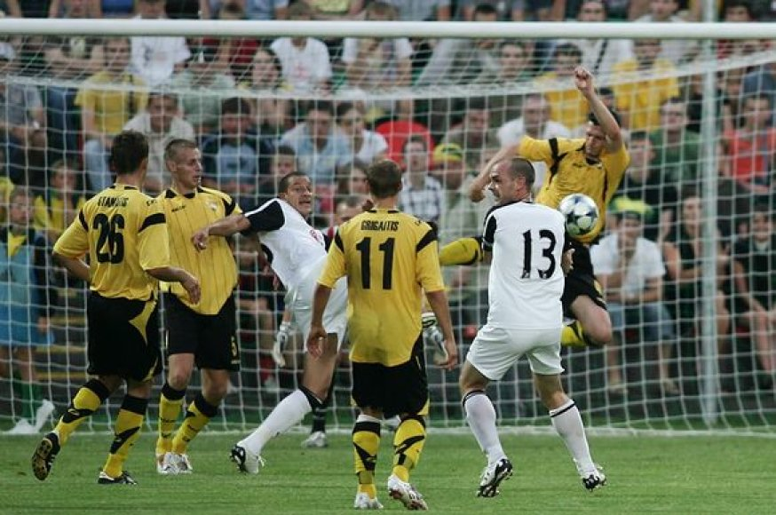 """Vilniaus """"Vėtros"""" ir Londono """"Fulham"""" dvikovos akimirkos."""