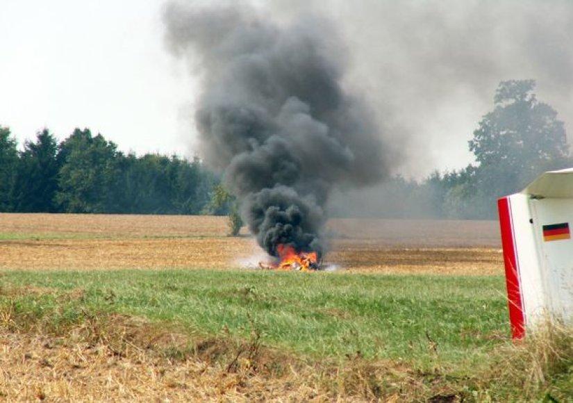 Nukritęs sraigtasparnis užsidegė
