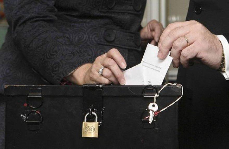 Airiai antrajame referendume pritarė Europos Sąjungos reformų sutarčiai.
