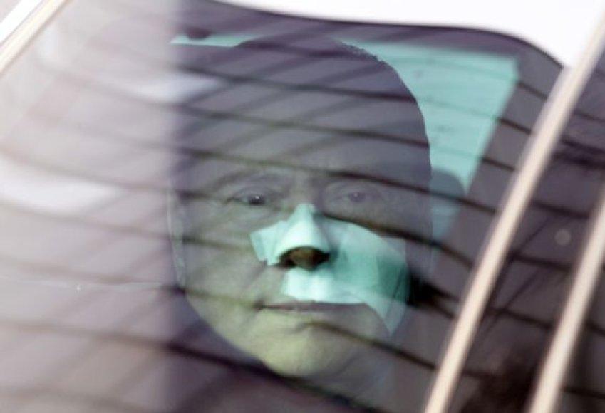 S.Berlusconi išėjo iš ligoninės