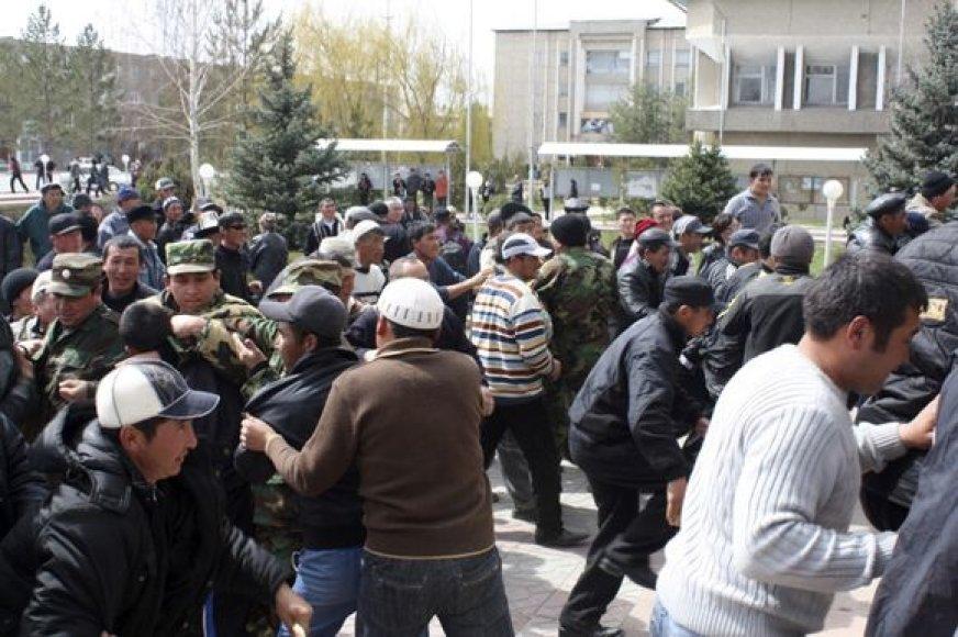 Chaosas Kirgistane