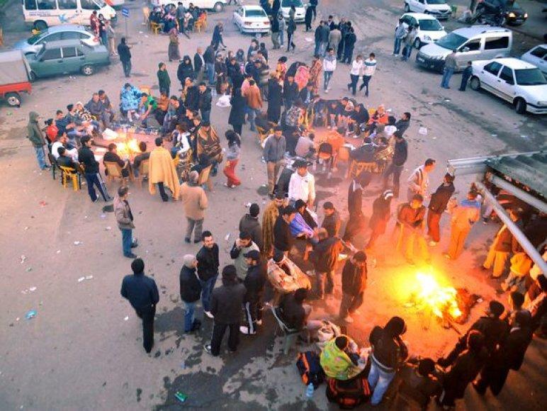Baimindamiesi naujo žemės drebėjimo daugybė turkų nakvojo gatvėse