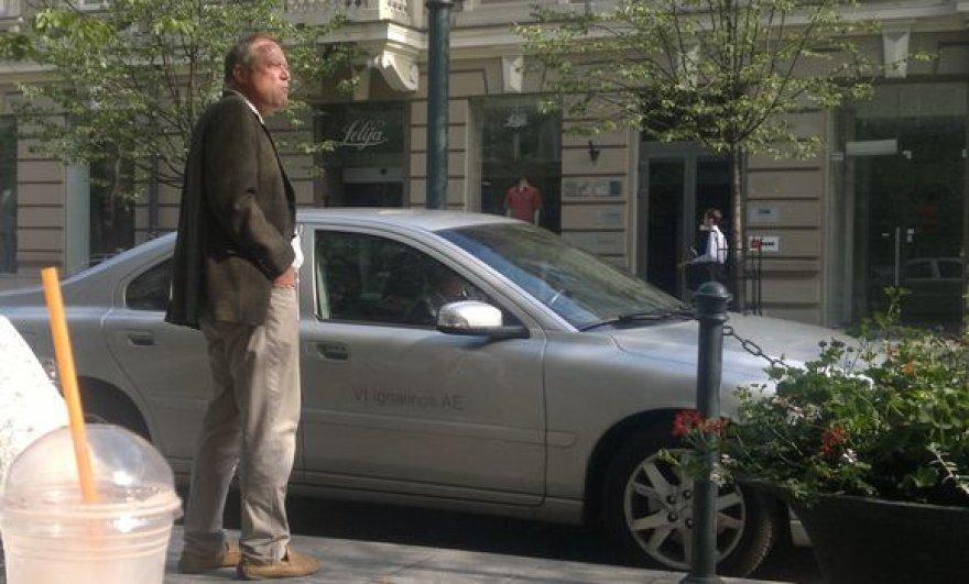 Ignalinos AE generalinio direktoriaus patarėją Franką Karsteną kavos išgerti atvežė įmonei priklausantis automobilis.