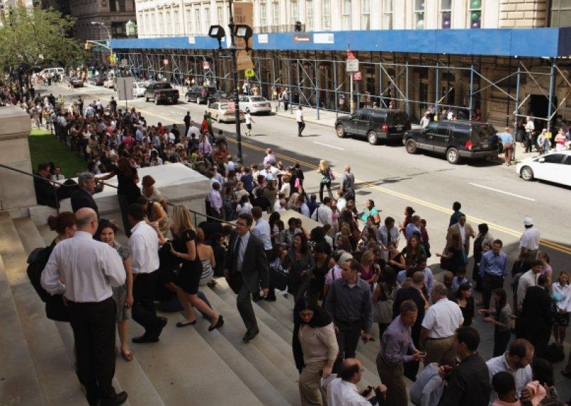 Evakuojami žmonės Niujorke