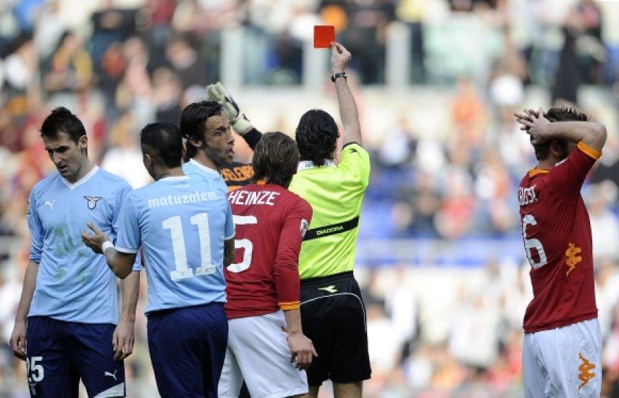 Romos derbyje buvo parodytos dvi raudonosios kortelės