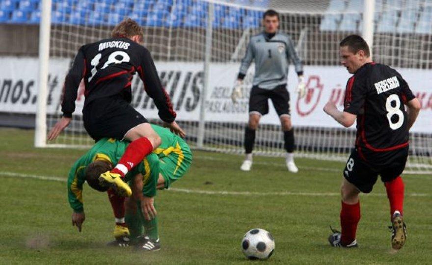 """LFF taurė šiais metais turės naują savininką. Tai paaiškėjo trečiadienį, kai Tauragės """"Tauras"""" turnyro pusfinalyje bendru rezultatu 3:1 nurungė praėjusių metų nugalėtoją FBK """"Taurą""""."""