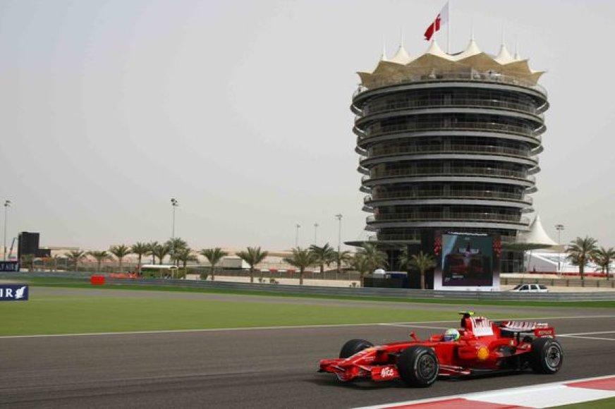 """Pernai Bahreine triumfavęs brazilas Felipe Massa, šiemet čia bandys iškovoti pirmuosius čempionato taškus """"Ferrari"""" ekipai."""