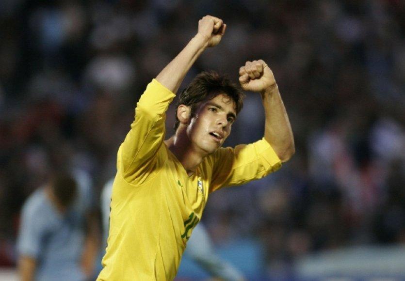 """Su Madrido """"Real"""" klubu Kaka sudarė 6 metų daugiau nei 31 mln. Lt per sezoną vertės sutartį."""