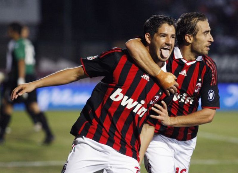 """Abu įvarčius """"Serie A"""" pirmenybių lydere tapusiai """"AC Milan"""" vienuolikei pelnė Alexandre'as Pato"""