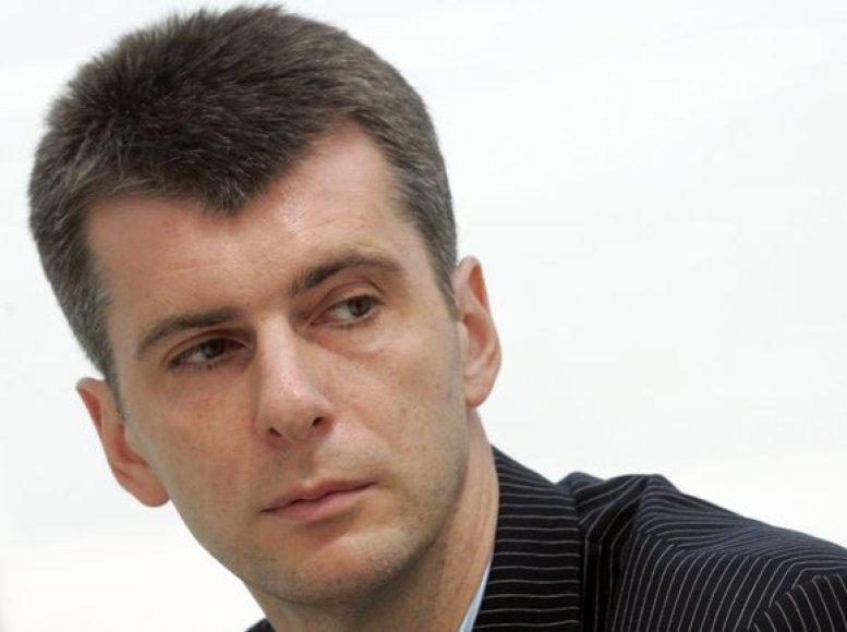 198 cm ūgio M.Prokhorovas jaunystėje pats bandė profesionaliai žaisti krepšinį