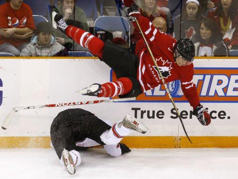 Kanadiečiai į finalą pateko nepasigalėję šveicarų