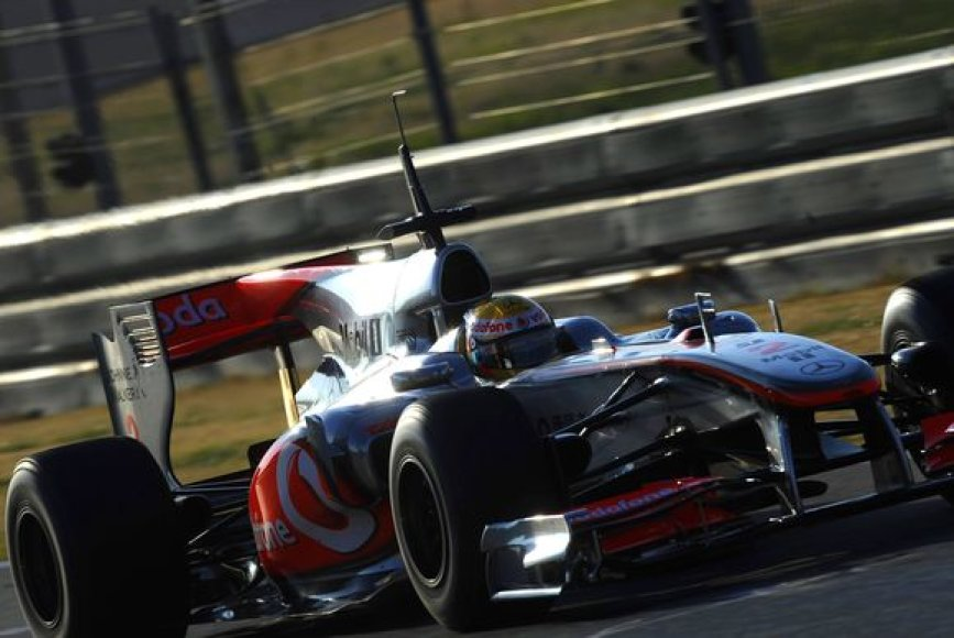 """L.Hamiltonas žarstė komplimentus naujajam """"McLaren MP4-25"""" bolidui"""