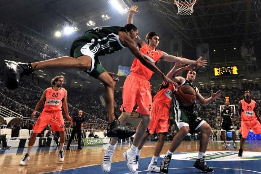 """""""Barcelona"""" (rožinė apranga) krepšininkai užtrenkė """"Panathinaikos"""" klubui duris į kitą etapą"""
