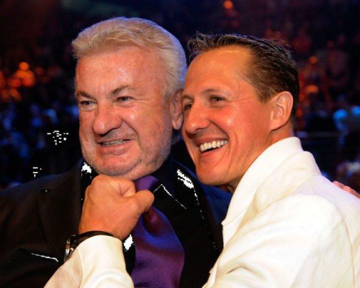 """Nuo pirmųjų žingsnių """"Formulėje–1"""" M.Schumacherį globojęs W.Weberis (kairėje) nebebus lenktynininko vyriausiasis vadybininkas"""