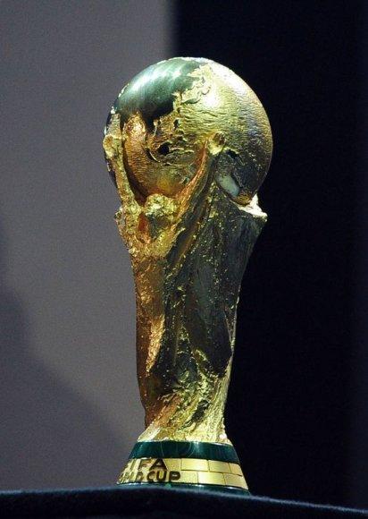 FIFA skelbia, jog originali pasaulio čempionų taurė sveria 6 kg