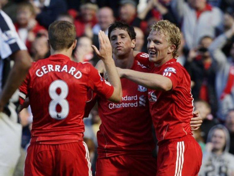 """Pergalingą įvartį """"Liverpool"""" klubui pelnė F.Torresas (viduryje)"""