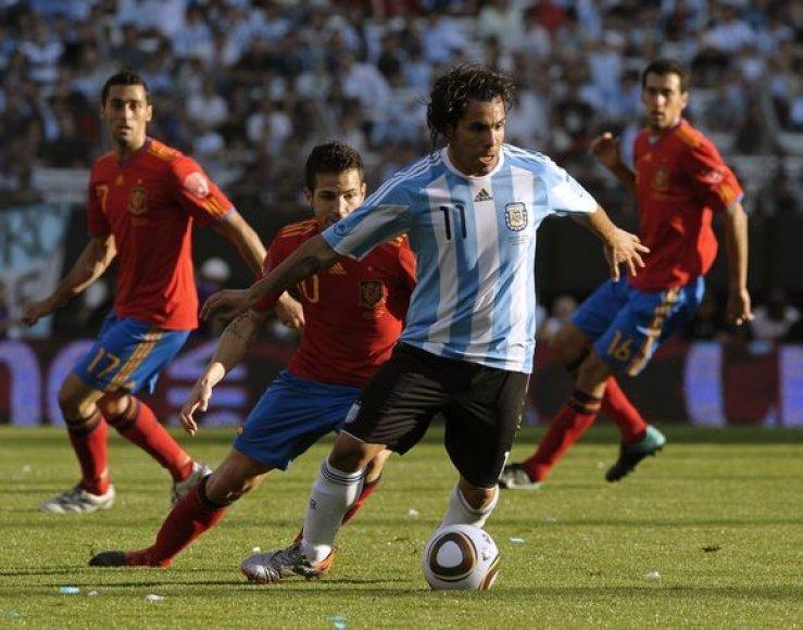 Argentiniečiai nepasigailėjo pasaulio čempionų ispanų