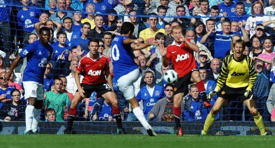 """""""Everton"""" (mėlyna apranga) išsigelbėjo per teisėjo pridėtą laiką"""