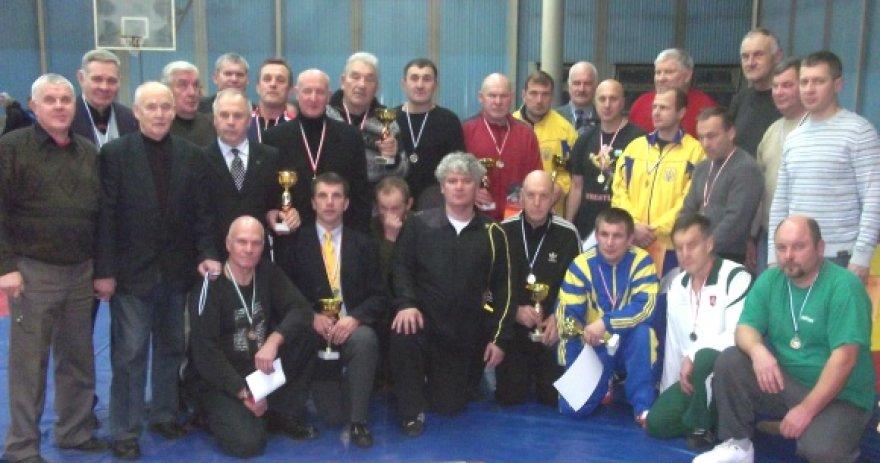Pirmenybėse kovojo 41 imtynių veteranas iš Lietuvos ir Ukrainos.