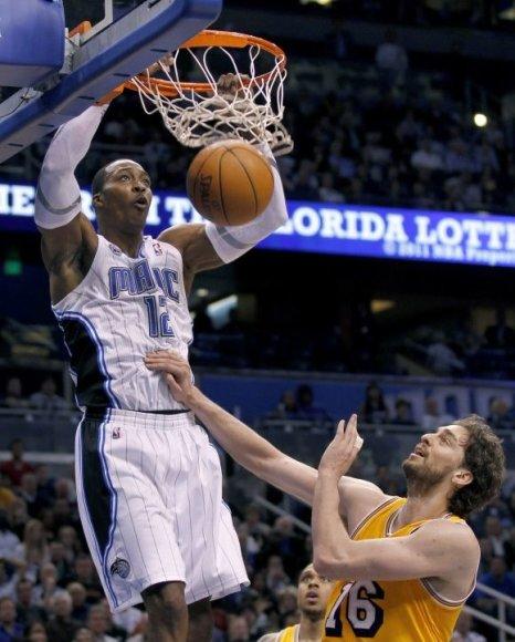 Dwightas Howardas pelnė 31 tašką ir atkovojo 13 kamuolių.