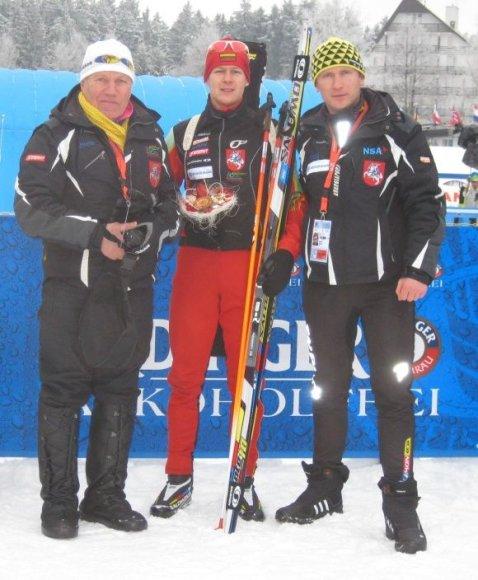 Tomas Kaukėnas (c.) su treneriais V.Korchaginu ir A.Bučeliu