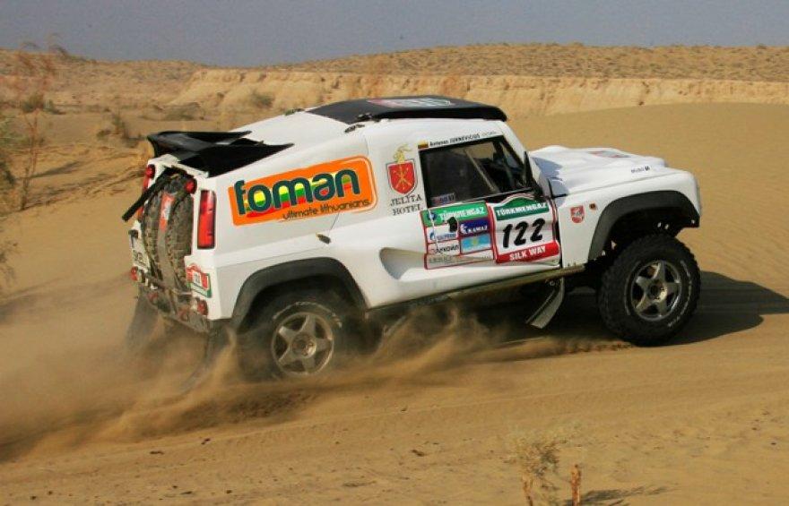 """""""Abu Dhabi desert challenge"""" Lietuvos sportininkai dalyvaus su """"Bowler Wildcat 200"""" automobiliu."""