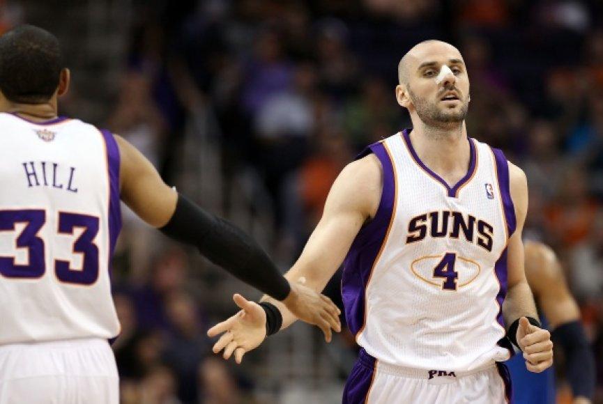 """Marcinas Gortatas atsiskleidė """"Suns"""" komandoje."""