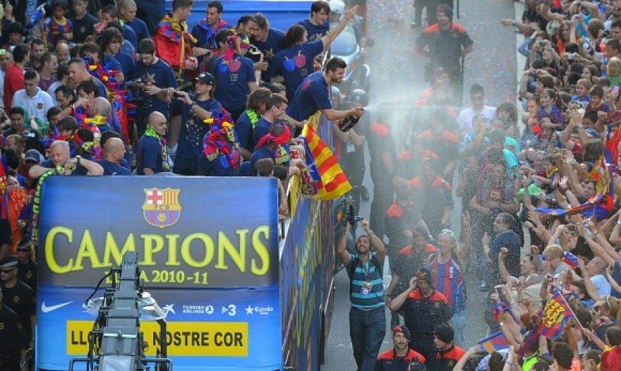 """Barcelona"" futbolininkus sveikino sirgalių jūra."