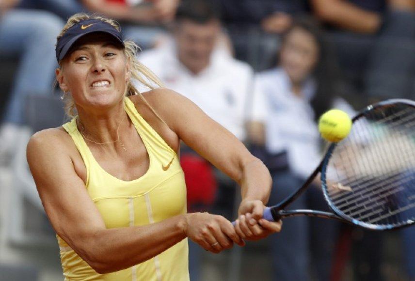 Marija Šarapova trofėjų laimėjo po metų pertraukos.