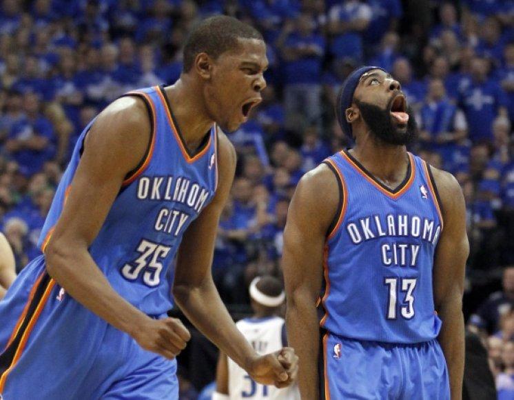 """""""Thunder"""" krepšininkų džiaugsmas."""