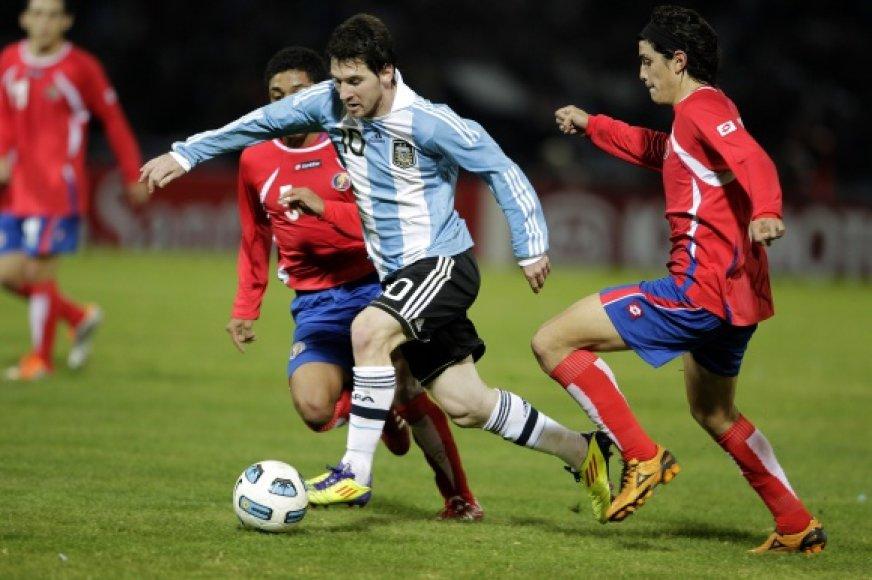 Lionelis Messi draskė Kosta Rikos gynybą.