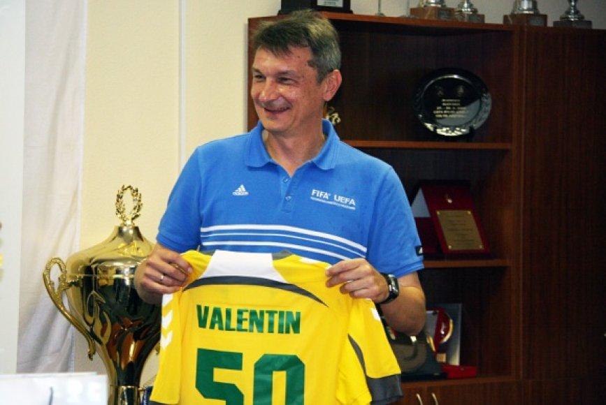 Buvęs garsus futbolo arbitras Valentinas Ivanovas.