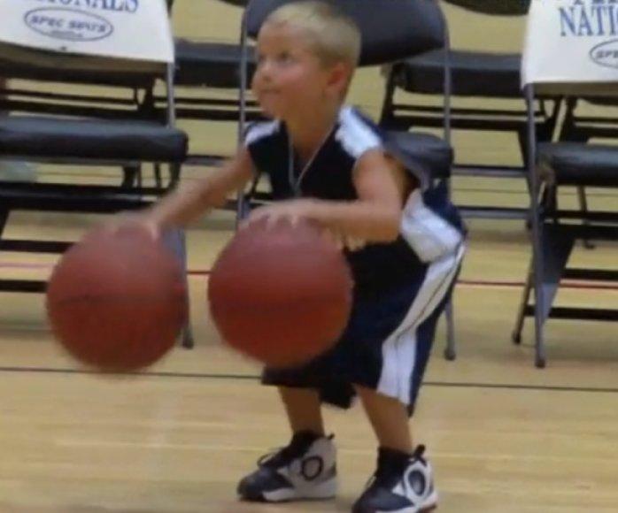 R.Woodbury stebina sugebėjimais krepšinio aikštelėje.
