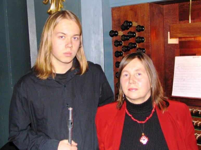 Jūratė Landsbergytė su sūnumi fleitinininku Vytautu Oškiniu.