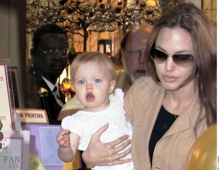 A.Jolie su dukra Shiloh 2007-aisiais.