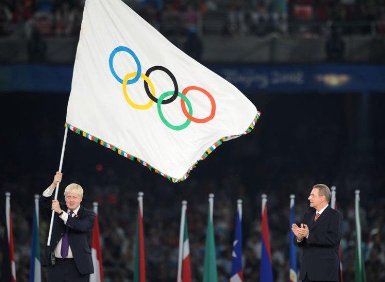 Londono meras Borisas Johnsonas olimpinių žaidynių vėliavą savo miestui gavo 2008-aisias per Pekino olimpinių žaidynių uždarymą.