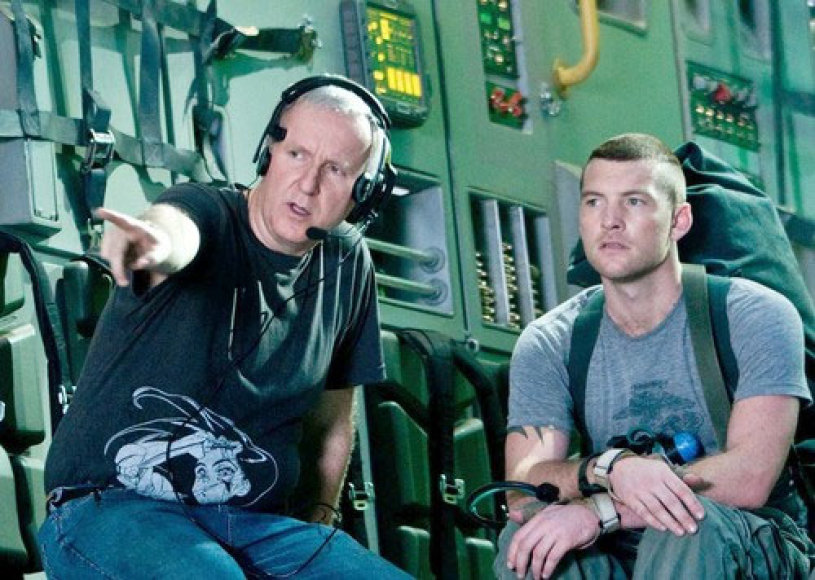 Režisierius J.Cameron ir aktorius Samas Worthingtonas.