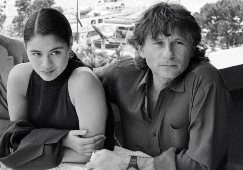 """Romanas Polanskis ir Charlotte Lewis pristato filmą """"Piratai"""" 1986-ųjų Kanų kino festivalyje."""