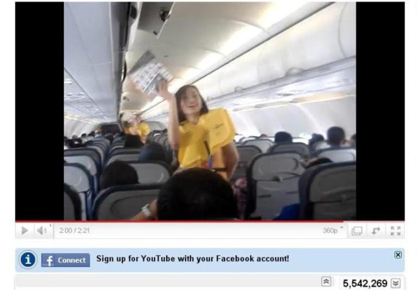 """""""Cebu Pacific Air"""" stiuardesė"""