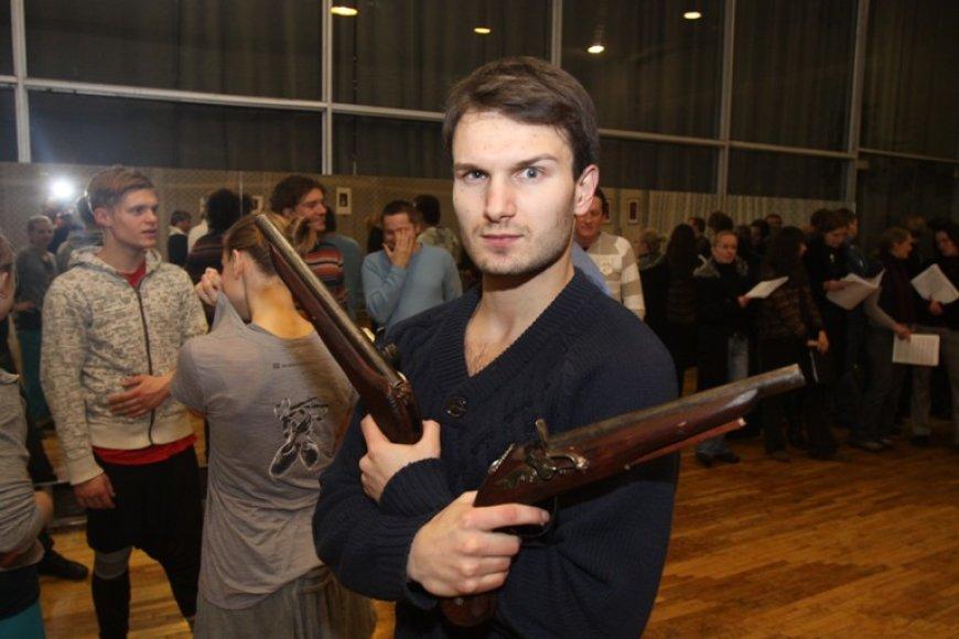 """Dainininkas V.Baumila į Lietuvą grįžo ne tik sutikti Kalėdų su artimaisiais, bet ir dirbti – ketvirtadienį Kaune jis atliks pagrindinį vaidmenį naujajame miuzikle """"Tadas Blinda""""."""