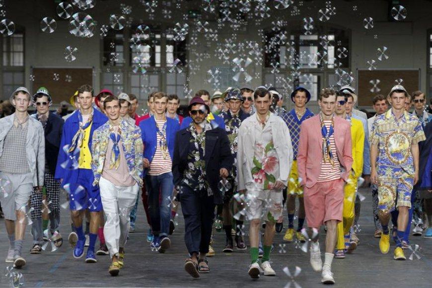 """Vyrai modeliai pristato Antonio Marra 2012-ųjų pavasario/vasaros kolekciją """"Kenzo"""" mados namams."""