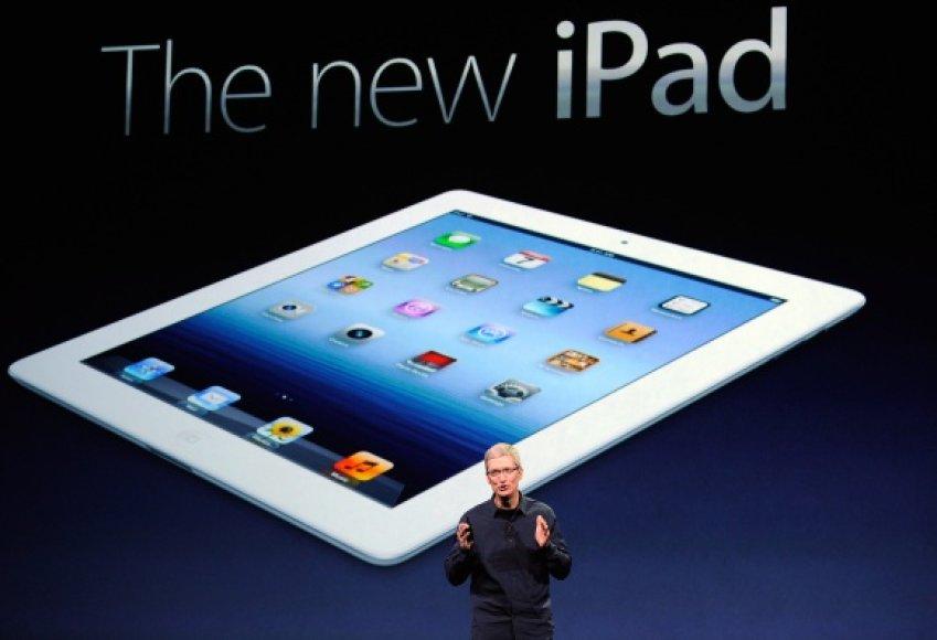 """""""Apple"""" vadovas Timas Cookas pristato naują planšetinio kompiuterio """"iPad"""" versiją."""