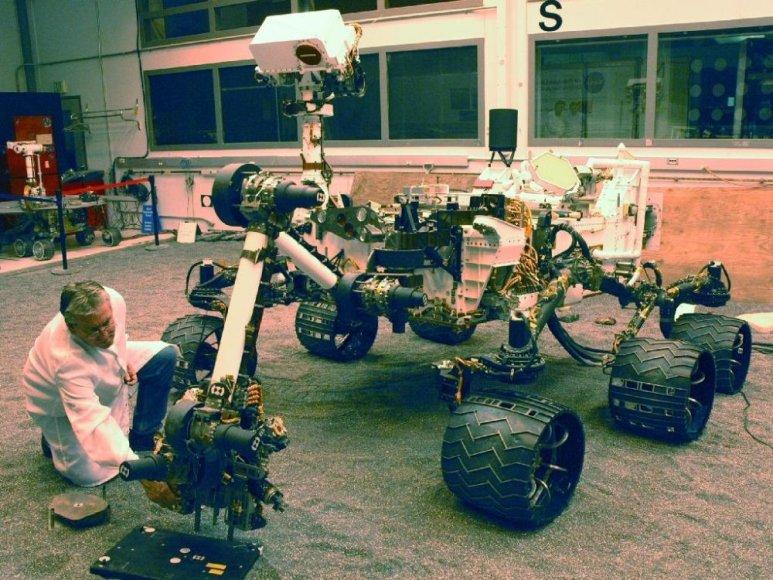 "NASA marsaeigio roboto ""Curiosity"" bandymas."