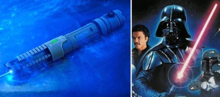 """Internete pardavinėjamą lazerį (k.) žmonės lygina su """"Žvaigždžių karų"""" kardu."""