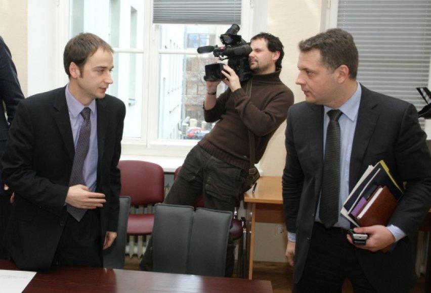 """Bankrutuojant """"FlyLAL"""", V.Mikelionis buvo susitikęs ir su susisiekimo ministru E.Masiuliu, tačiau tuomet nesulaukė pažadų kompensuoti nuostolius valstybės lėšomis."""